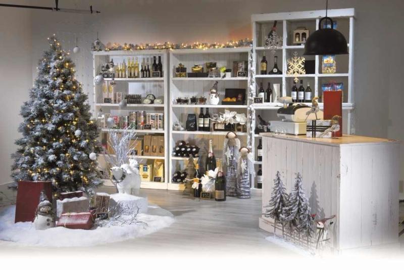 Come allestire un negozio per le festività