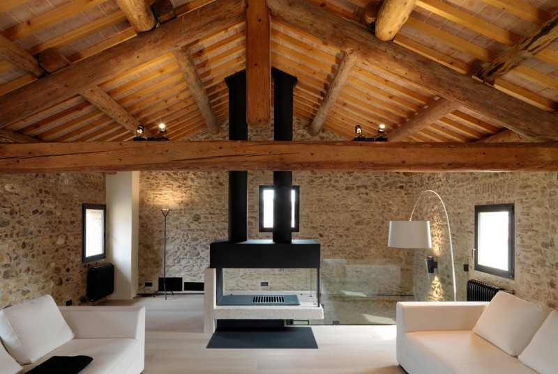 Come illuminare un soffitto con travi di legno a vista